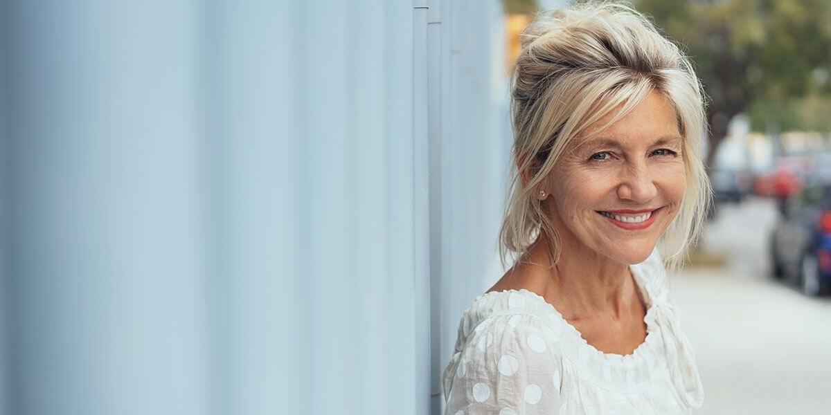 bellissima donna di 50 anni in menopausa