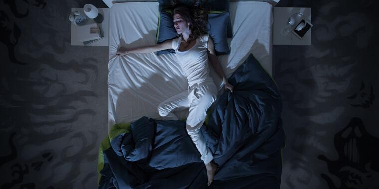 Sudorazione notturna in menopausa: cause e rimedi