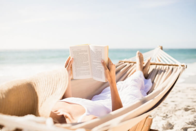 Ritrovare l'autostima in menopausa: 3 libri al femminile da portare in vacanza