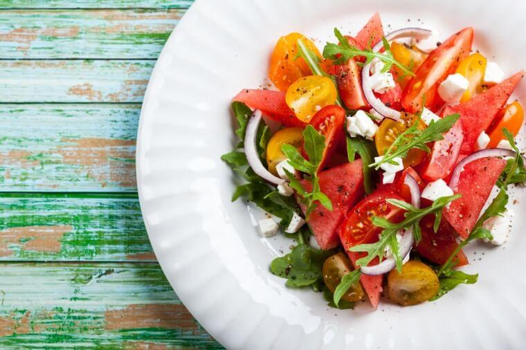 Menopausa: cosa mangiare contro il caldo estivo